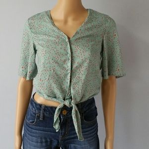 Japna floral crop shirt. Size Small